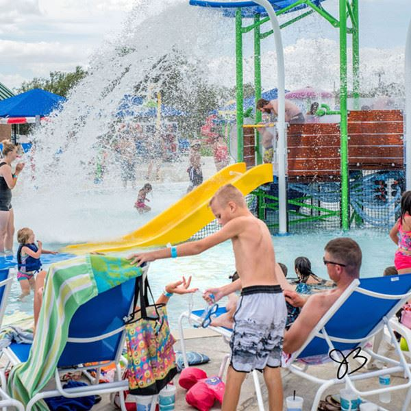 kids playing at the Canyon water park